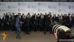 Սարգսյան-Ալիեւ ձեռքսեղմում՝ վիլնյուսյան գագաթնաժողովում խմբակային լուսանկարումից առաջ
