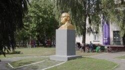 Ленин жил, жив и будет жить: несколько украинских сел избежали декоммунизации