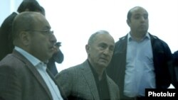 Armenia -- Former President Robert Kocharian (C) and his lawyers attend a court hearing in Yerevan, March 30, 2021.