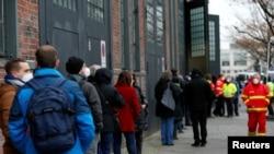 Берлин- луѓе чекаат да бидат вакцинирани против Ковид19