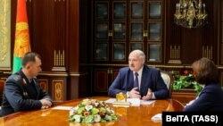 Александр Лукашенко жаңа тағайындалған ішкі істер министрін қабылдап отыр. 23 қазан 2020 жыл.