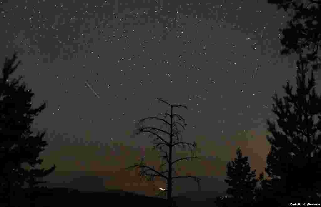 Ploaia de meteori, văzută din Zenica, Bosnia și Herțegovina, 8 august 2021.