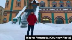 Иракли Жигулин рядом с Петропавловском собором в Казани