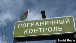 Президент поинтересовался, почему на абхазской стороне на контрольно-пропускном посту Псоу многочасовые заторы автотранспорта