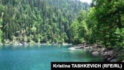 Согласно разработанному проекту, была организована экспедиция, которая прошла пешком более 60 километров по живописнейшим местам Абхазии