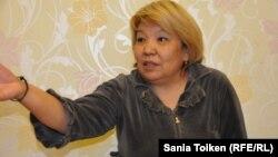 Роза Тулетаева, освобожденная из тюрьмы активистка бастовавших в 2011 году нефтяников Жанаозена, дает интервью Азаттыку. 20 ноября 2014 года.