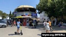 Торговля на площади Нахимова в Севастополе