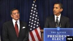 Обама (справа) представляет Панетту в качестве главы ЦРУ, Вашингтон, 9 января 2009