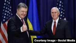 Președintele ucrainean Petro Poroșenko la întîlnirea cu vicepreședintele Mike Pence la Conferința de Securitate de la München
