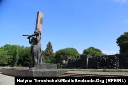 Монумент до демонтажу
