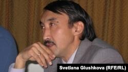 Демократия және адам құқықтары институты» ұйымының директоры Болатбек Біләлов. Астана, 9 қараша 2012 жыл.