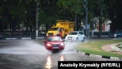 Симферополь: «спасительный» ливень (фотогалерея)