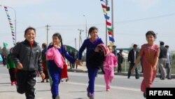 Türkmenistanda ene-atalar islendik mümkinçilikden peýdalanyp, çagalaryna bilim bermäge synanyşýarlar.