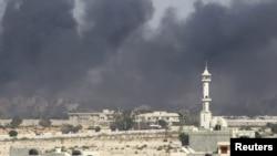 Над рэзыдэнцыяй Кадафі падымаецца дым