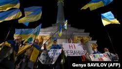 Під час протесту проти підписання в Мінську так званої «формули Штайнмаєра» на майдані Незалежності в Києві, 2 жовтня 2019 року