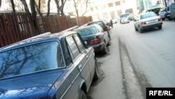 В Петербурге местами для парковки обеспечены только 43% машин