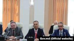 Șeful misiunii OSCE Mission în Moldova, Claus Neukirch (dreapta), și reprezentantul special al OSCE, Franco Frattini