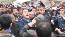 Ցուցարարները ոստիկանական պատնեշի հանդիպեցին Բաղրամյանում