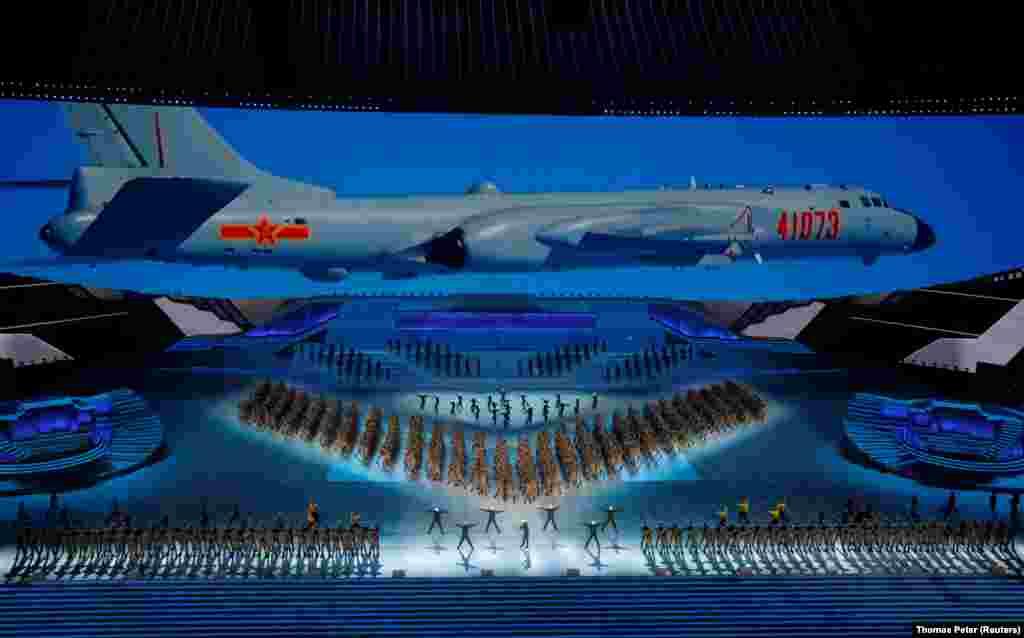 Egy óriási repülő is szerepet kapott a június 28-i bemutatón.