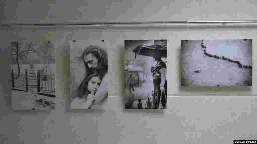 Особого внимания заслуживает стенд с работами Дмитрия Макеева