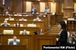 Санду обращается к парламенту