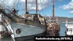 Шхуна «Морская звезда» («Еспаньола») в Севастопольской бухте в аннексированном Крыму