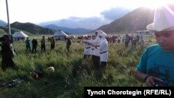Театральная постановка о восстании 1916 г. в открытой местности Кырк-Шейит в Тонском районе, Иссык-Куль. 05.8.2016.