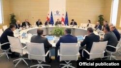 Сегодня министров в кабинете 19. К приходу к власти «Грузинской мечты» их было 20