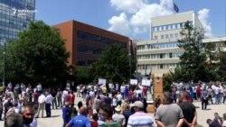 Punëtorët e Telekomit protestojnë pas bllokimit të xhirollogarive