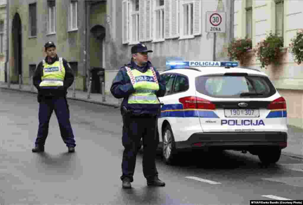 A megsebesült rendőr feladata a kormány épületének védelme volt - jelentette a Reuters a Hina horvát hírügynökségre hivatkozva.