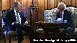 Josep Borrell (j) és Szergej Lavrov orosz külügyminiszter Moszkvában, 2021. február 5-én.