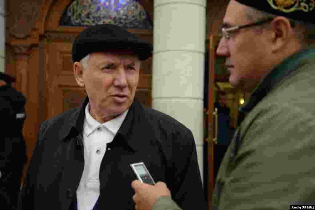 Дөнья татар конгрессы рәисе Ринат Закиров әңгәмә бирә