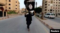 Սիրիա - «Իսլամական պետության» զինյալը Ռաքքայում, արխիվ