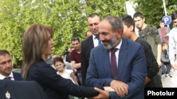 Armenian Prime Minister Nikol Pashinian (right) pays a visit to Stepanakert in Nagorno-Karabakh on May 9.