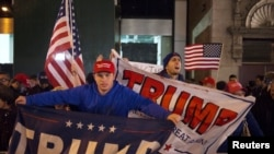 Сторонники Дональда Трампа в центре Нью-Йорка в день президентских выборов. 8 ноября 2016 года.