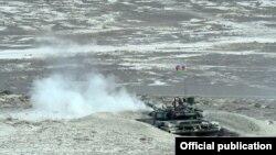 Azerbaijan - A Russian-made tank opens fire during an Azerbaijani military exercise, 26Jun2014.