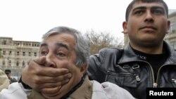 По словам Ниджата Самедоглу, 2013-й год можно записать в негатив в рамках вопроса свободы слова, самовыражения, политических и гражданских свобод в Азербайджане