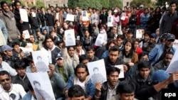 Иностранные студенты протестуют против убийства индийского студента в Санкт-Петербурге. Петербург. сентябрь 2006 года.