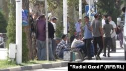 """На рынке """"мардикоров"""" в Душанбе"""