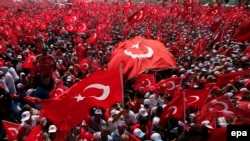 Leaders of opposition parties were also reportedly asked to address the crowds in Istanbul, although the pro-Kurdish Peoples' Democratic Party was not invited.