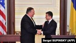 Secretarul de stat Mike Pompeo președintele ucrainean Volodimir Zelensky la Kiev