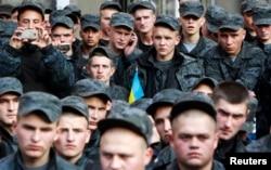 Акция протеста бойцов Нацгвардии с требованием демобилизации состоялась в Киеве в октябре прошлого года, однако решение о начале этого процесса было отложено президентом Украины до весны