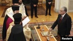 Грчкиот премиер Лукас Пападимос за време на церемонијата во претседателската палата во Атина