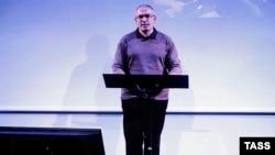 Mikhail Khodorkovsky gjatë konferencës së sotme për gazetarë në rrjetin YouTube