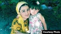 Омина со своей матерью