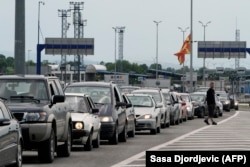 Cars wait in line at the border city of Presevo between Serbia and North Macedonia. (file photo)