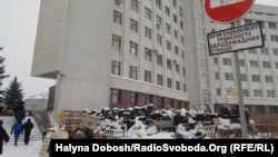 Барикади біля Івано-Франківської ОДА