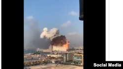 Момент взрыва в порту Бейрута, столицы Ливана.