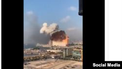 Момант выбуху ў порце Бэйруту, сталіцы Лібану