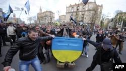 Гірники під час акції протесту в центрі Києва, 22 квітня 2015 року